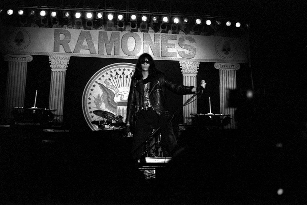 Massimo Rana FrontStage – Ritratti dal palco RAMONES – Crowdbooks Publishing