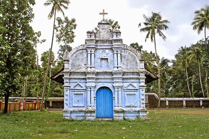 Cristian Castelnuovo - Churches Of Kerala - Crowdbooks Publishing